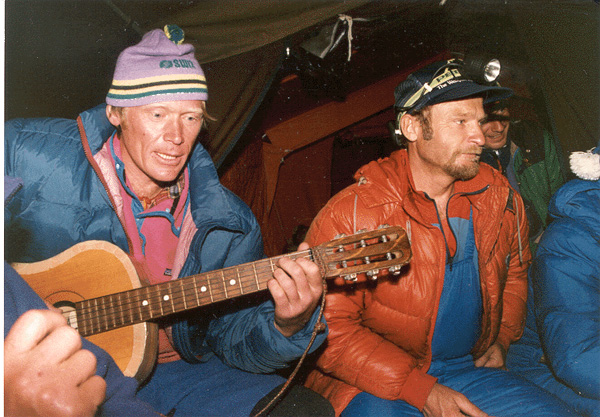 anatoly_bukreev_and_vladimir_balyberdin_at_basecamp._by_dan_2